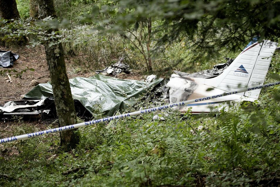 Am 14. Juli 2016 stürzte diese Piper PA-32 in den Julischen Alpen in Slowenien ab. In dem Wrack starben die Unister-Gründer Thomas Wagner und Tobias Schilling, ein Anlageberater und der Pilot.