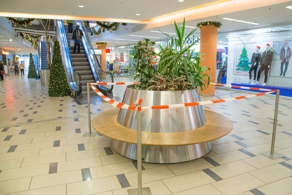 Das Sitzrondell im Görlitzer City-Center ist abgesperrt. Am Wochenende war es noch - zu - gut besucht.