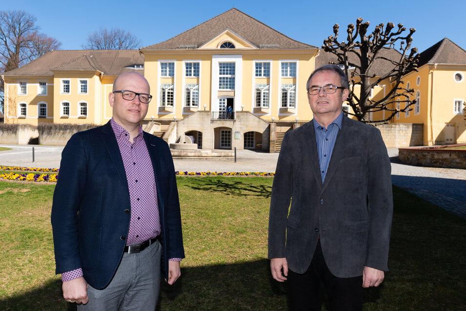 Sebastian Kieslich (l.) ist der neue Rektor des Bischof-Benno-Hauses in Schmochtitz. Sein Vorgänger Peter-Paul Straube (r.) wird dem Katholiken noch einen Monat mit Rat und Tat zur Seite stehen.