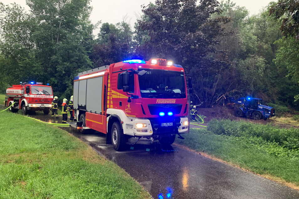 Am Dienstag waren THW und Feuerwehr in Döbeln Klostergärten im Einsatz. Dort brannte es.