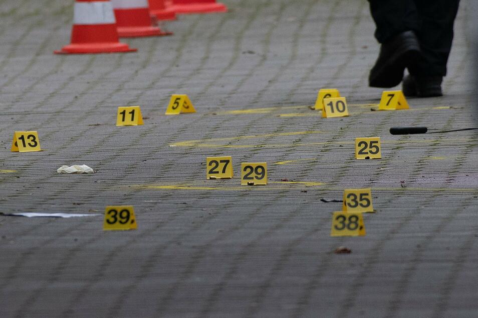 Nach dem Fund mehrerer Verletzter in Berlin-Kreuzberg ermittelt die Mordkommission.