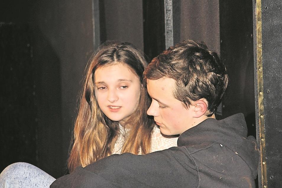 Die Hauptdarsteller Vivien und Linus. Fotos: Friedrich-Schiller-Oberschule Neustadt