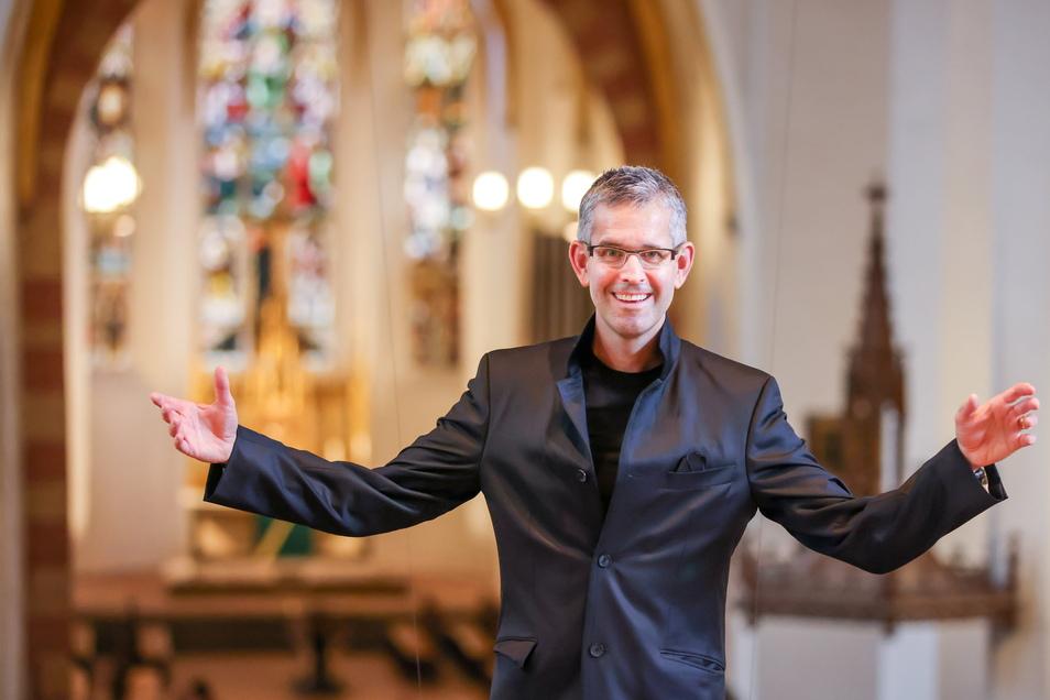 Der neue Thomaskantor Andreas Reize steht in der Thomaskirche.