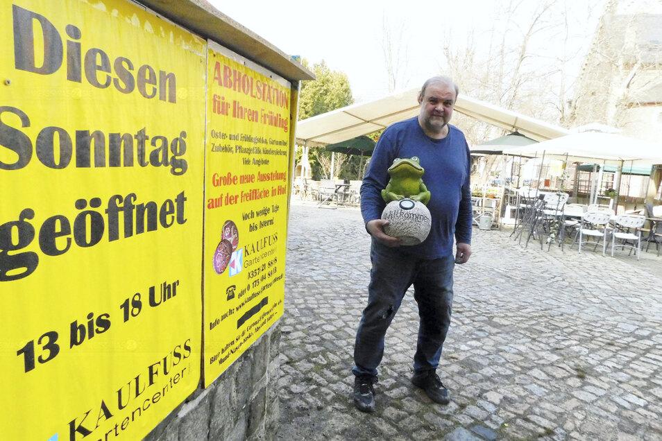 Andreas Kaulfuß öffnet am Sonntag sein Gartencenter, verlagert die Verkaufsfläche dafür in den großen Außenbereich. Das können nicht viele Geschäfte in Weißwasser.