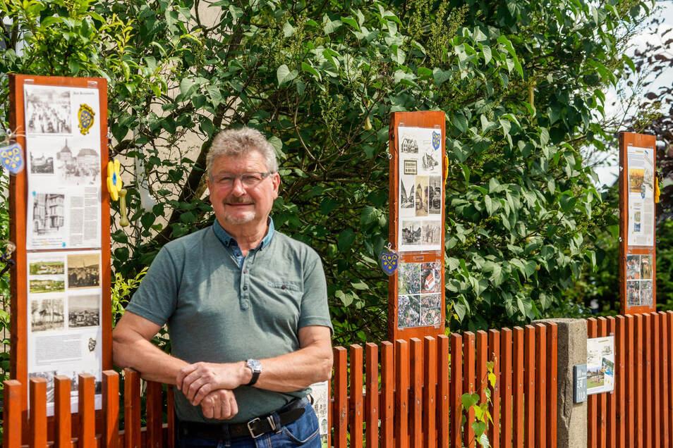 """Der Verein """"Aktiv für Kids"""" - hier Mitglied Klaus Klix - sorgt immer wieder für Überraschungen. So gestaltet er am Zaun seines Sitzes an der Kamenzer Straße in Bischofswerda Ausstellungen für Kinder. Zurzeit sammelt er bei einer Aktion Spenden."""