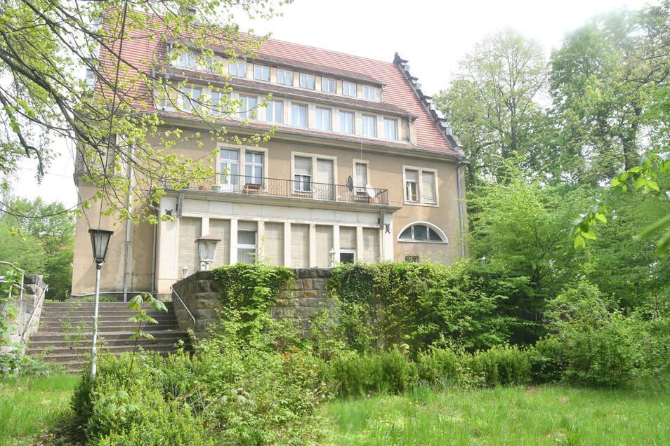 Nur durch Zufall wurde der Drehort nun bekannt. Eigentlich wirkt das Schloss in Helmsdorf recht friedlich.