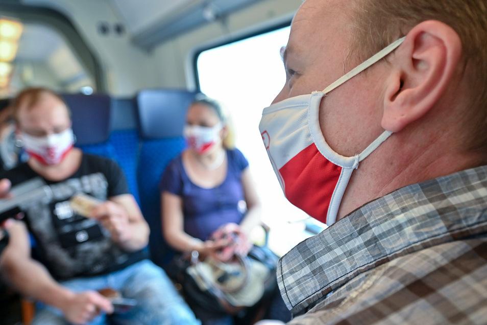 Im Zug muss vorerst noch bis zum 31. Oktober eine Maske getragen werden.