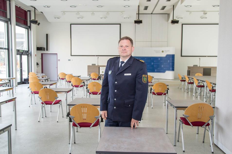 Carsten Kaempf (51) ist seit Mitte 2019 Hochschulrektor. Er war Referatsleiter im Innenministerium sowie in der PD Dresden.