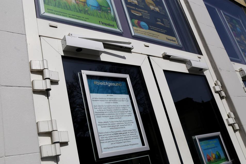 """Den Kampf gegen Corona """"und für die Gesundheit unserer Gäste und Mitarbeiter"""" führt das Riesaer Kino mit einer Schließung. Wer Tickets gekauft hat, könne sich an riesa@filmpalast-kino.de wenden."""