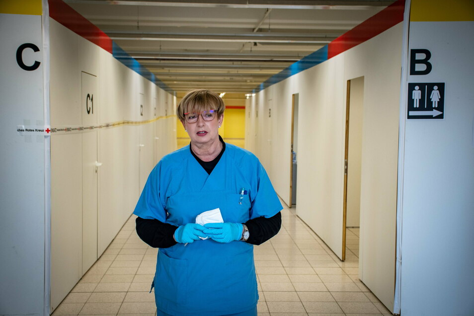 Ingrid Dänschel hat normalerweise eine Praxis für Allgemeinmedizin in Lunzenau. Am Montag war sie als Ärztin im Impfzentrum in Mittweida als zuständige Ärztin im Einsatz. Das medizinische Personal wird von der Kassenärztlichen Vereinigung Sachsen gestellt