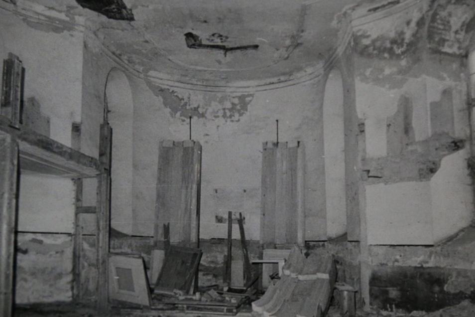 Der Altar war zusammengebrochen.