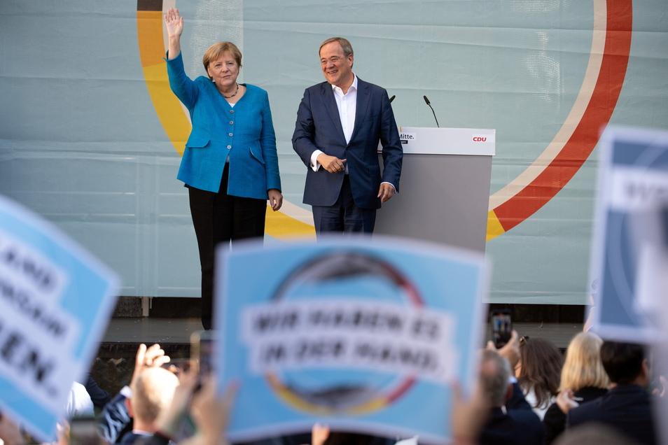 Angela Merkel und Armin Laschet (CDU) bei ihrem letzten Wahlkampfauftritt in Aachen.