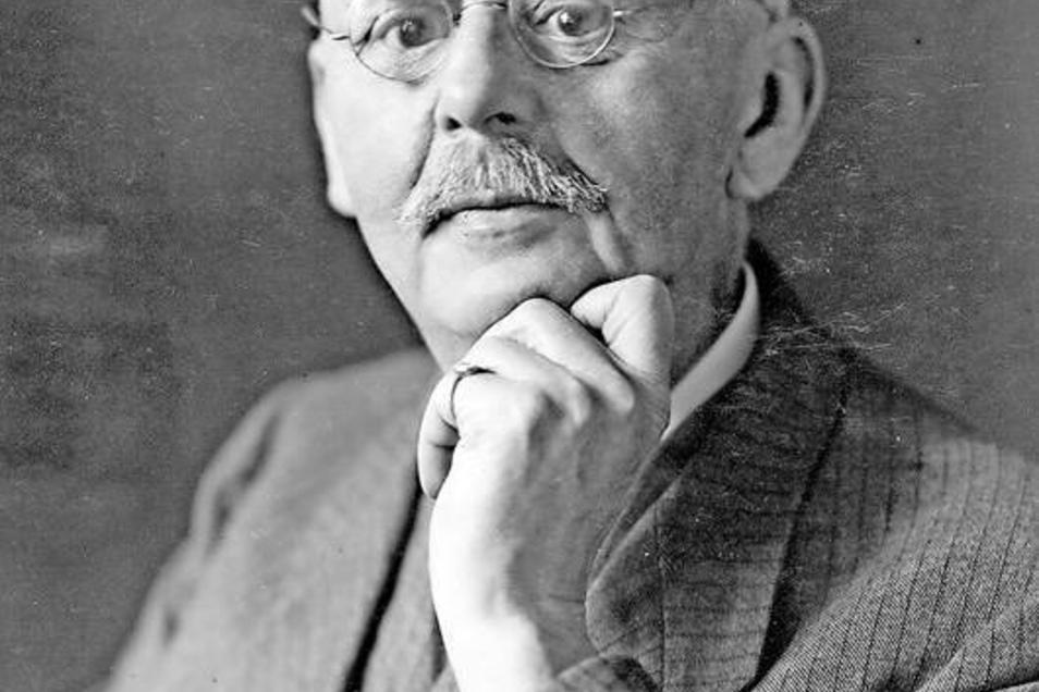 Kunsthistoriker Cornelius Gurlitt (1850–1938), porträtiert um 1920 von Ursula Richter aus Dresden. Die anderen Bilder zeigen eine die bedeutendste historische Aufnahme des Großen Zittauer Fastentuchs, das Noacksche Haus, das frühere Zittauer Amtsgericht,