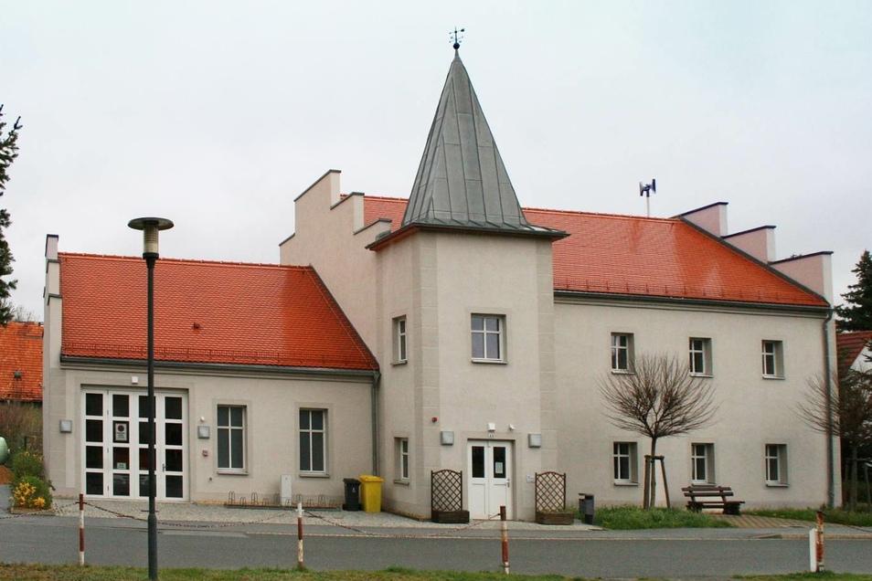 Zoblitzer Schmuckstück: Das frühere Herrenhaus wurde 2014 zum Dorfgemeinschaftshaus mit Feuerwehrdepot umgebaut.