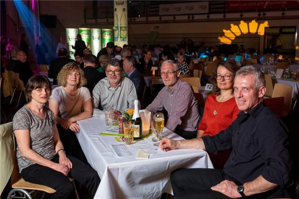 Die Gäste feierten den Abend in gemütlicher Runde, wie hier die Leichtathleten des LSV Pirna ...