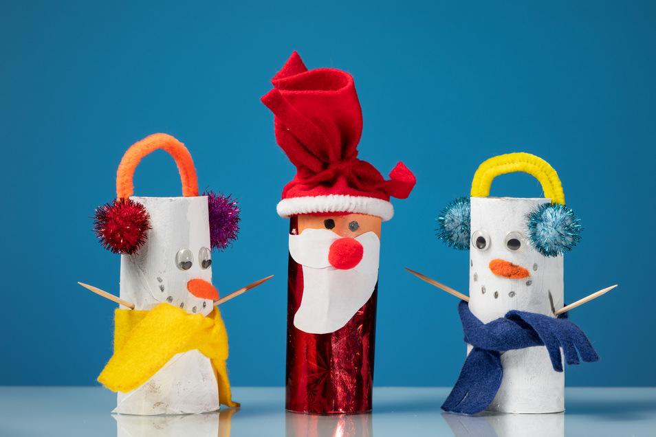 Klopapierrollen sind sehr gute Bastelutensilien: Auch Weihnachts- und Schneemänner lassen sich einfach daraus basteln.