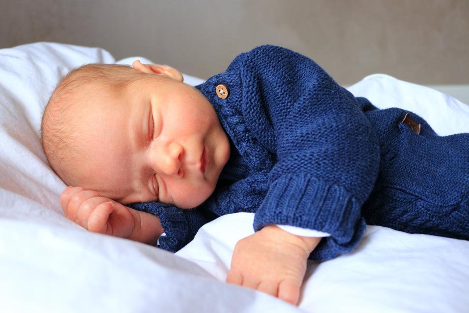 Etienne, geboren am 24. März, Geburtsort: Meißen, Gewicht: 3.910 Gramm, Größe: 53 Zentimeter, Eltern: Anne-Kathrin Auerswald und Tino Namokel, Wohnort: Weinböhla