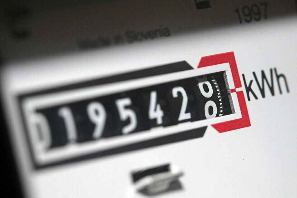 In vielen Haushalten wird inzwischen der Zählerstand zum Stromverbrauch selbst abgelesen und an den Energielieferanten gemeldet.