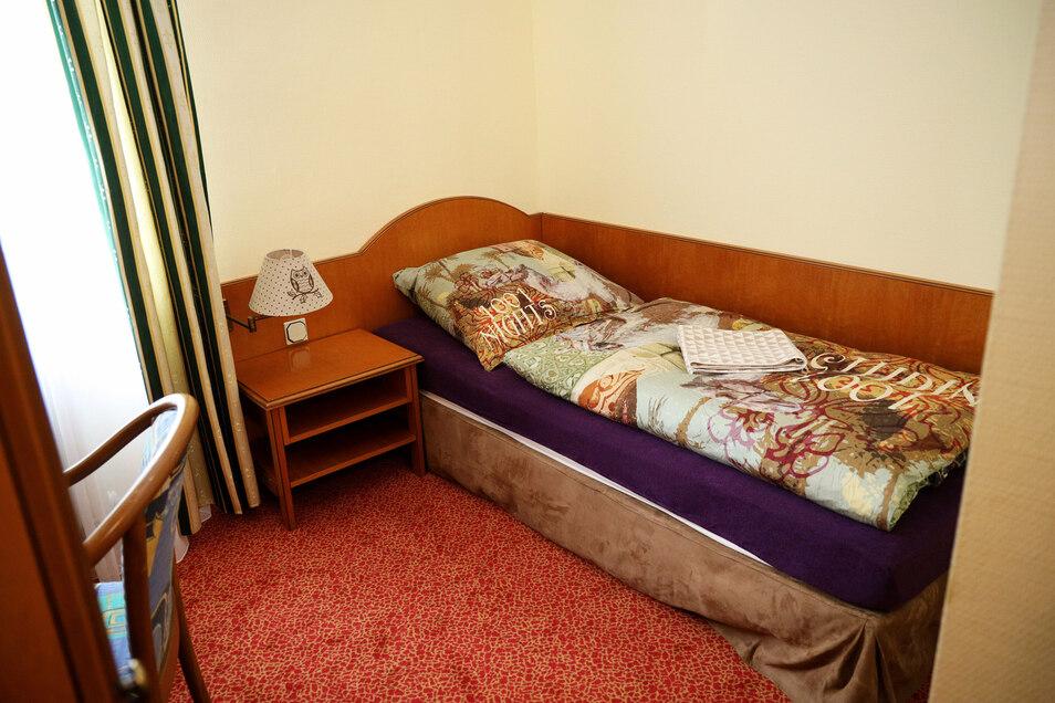 Einige Zimmer sind renoviert. Ab 49 Euro kann man hier übernachten. Allerdings ohne Frühstück.