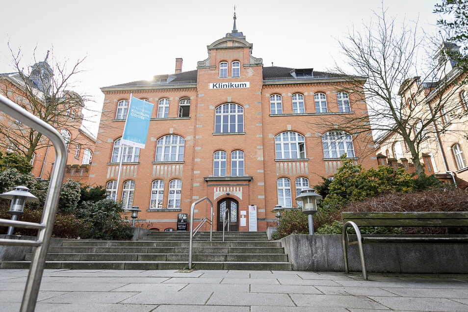 Städtisches Klinikum Görlitz, von der Girbigsdorfer Straße aus fotografiert.