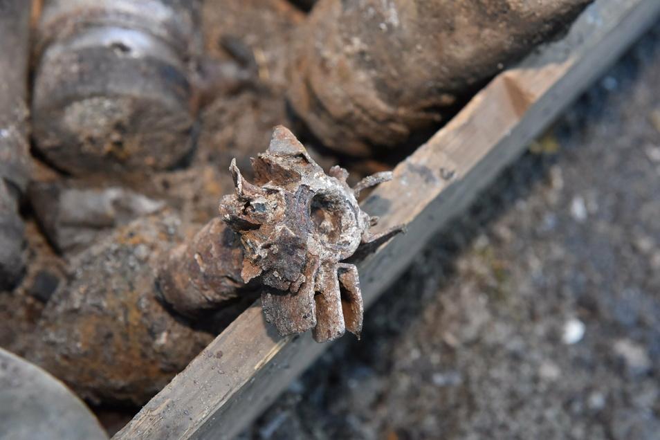 An dieser Mörsergranate ist zu sehen, wie weit nach den vielen Jahrzehnten im Boden die Korrosion fortgeschritten ist. Am Mittwoch wurde auch sie gesprengt.