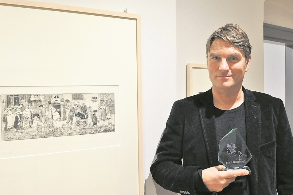 Ein echter Zille und der erste Zillepreisträger. Olaf Schwarzenbach – alias OL – am Sonntag im neuen Zille-Kabinett des Radeburger Heimatmuseums.