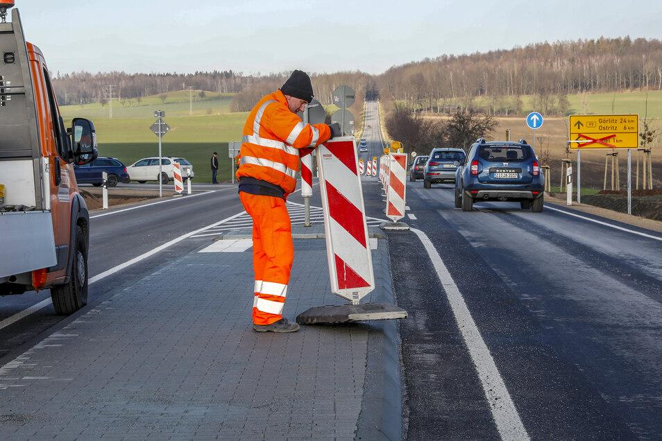 Seit 12.30 Uhr rollt der Verkehr wieder ungebremst über die B99 am Abzweig Schlegel.