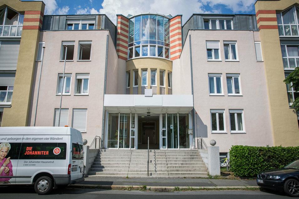 Im ehemaligen Hotel Prinz Eugen in Laubegast leben vor allem Familien. Im kommenden Jahr soll die Asylunterkunft geschlossen werden.