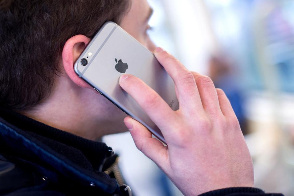 Feststeht: Mehrere Menschen sind auf Telefonbetrüger reingefallen. Die Frage ist nur, wer es war.