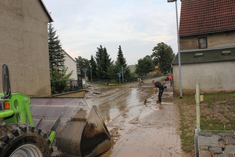 Der Ortsteil Möbertitz der Gemeinde Zschaitz-Ottewig wurde 2014 und 2016 überschwemmt. Das sollte eigentlich durch ein Rückhaltebecken verhindert werden.