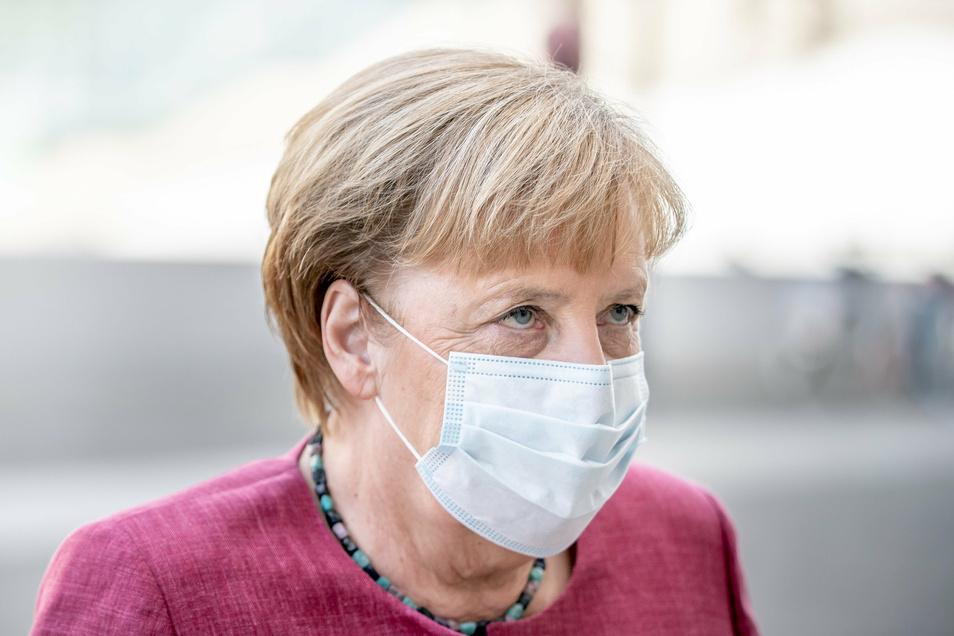 Kanzlerin Angela Merkel warnt vor einem starken Anstieg der Corona-Zahlen in Deutschland. Bei einer Videoschalte mit den Ländern geht es nun um ein möglichst gemeinsames Vorgehen in der kalten Jahreszeit. Die