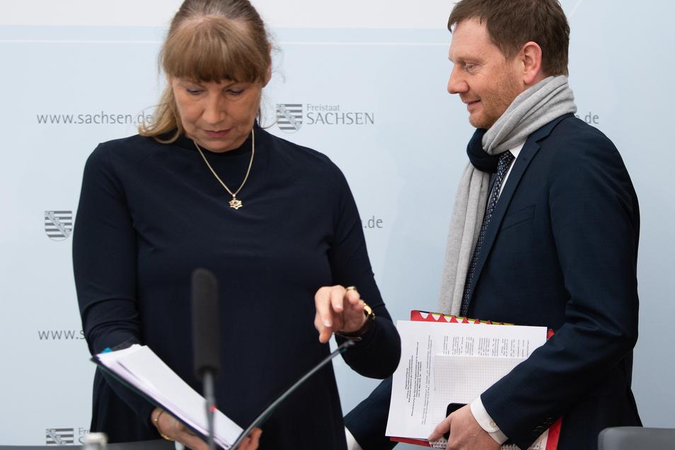 Ministerpräsident Michael Kretschmer und Sozialministerin Petra Köpping stellten die Schutzmaßnahmen vor.