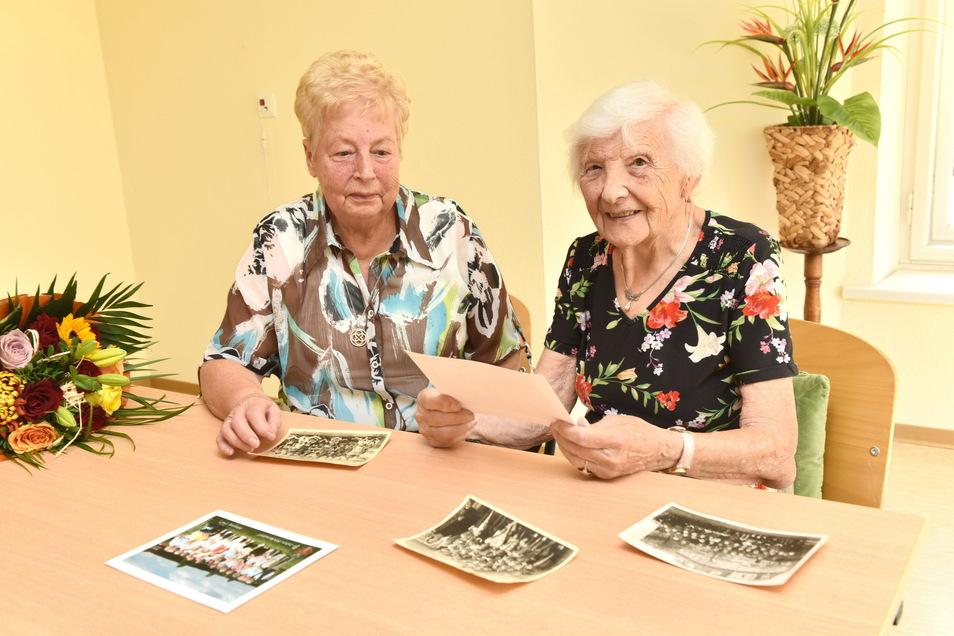 Die ehemalige Lehrerin Marianne Eisfeld-Werner (re.) mit ihrer damaligen Schülerin Annelies Mehner im Seniorenzentrum Herbstsonne.