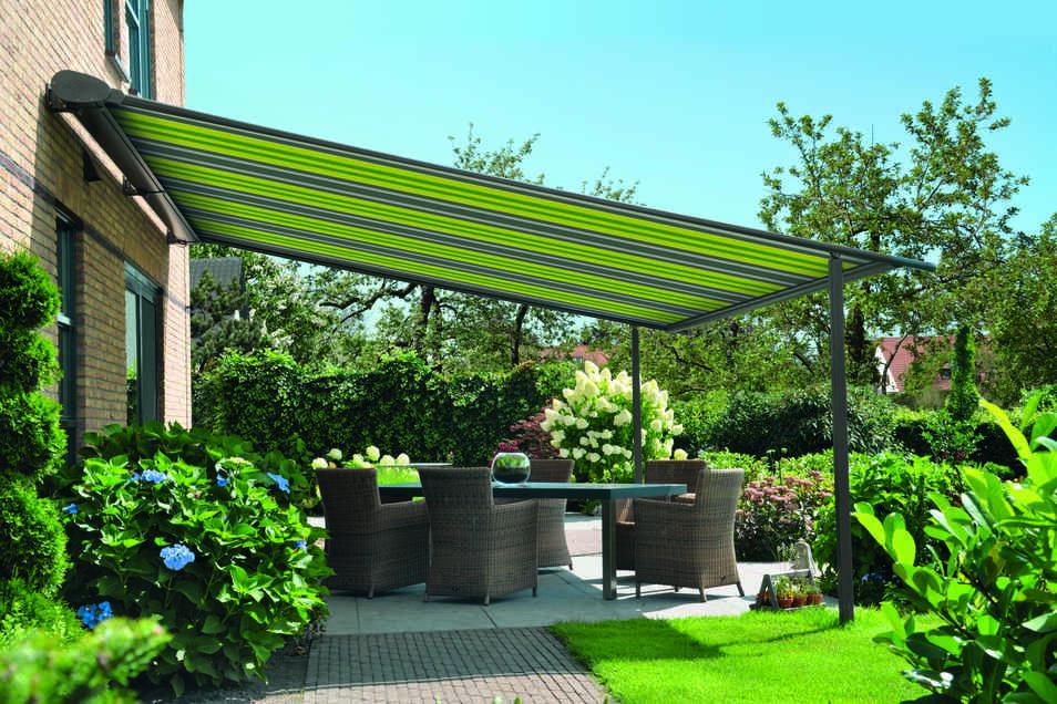 Dank Markise und Co wird der Sommer im eignen Garten erträglicher.