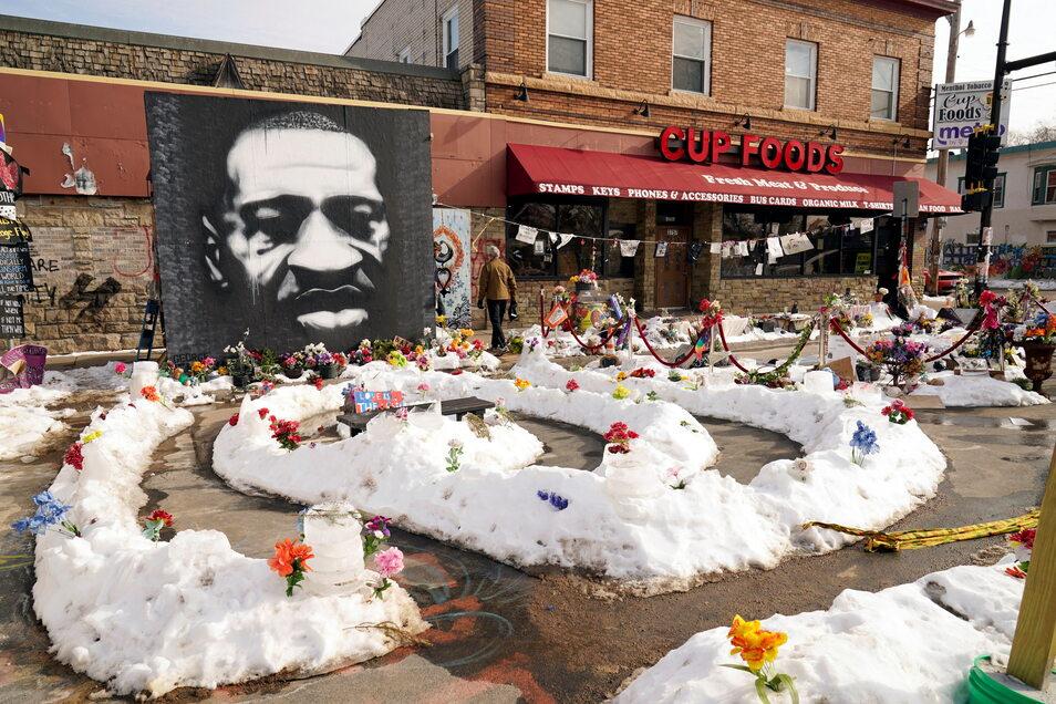 Ein Wandbild von George Floyd am George Floyd Platz in Minneapolis.