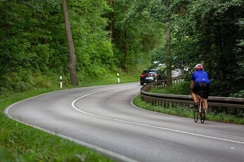 Die teils gefährliche Poisentalstraße soll zwischen Freital und Bannewitz jetzt einen Radweg bekommen.