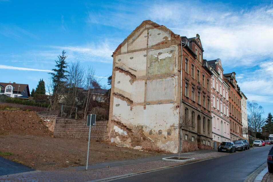 Auch der Brandgiebel an der Breitscheidstraße 12 wird saniert. Daneben stand einmal der Vereinshof.