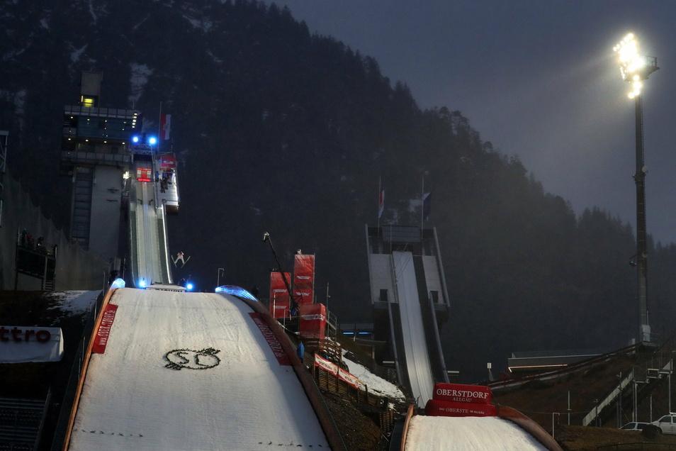 Die Sprungscganze in Oberstdorf. Wegen der Corona-Krise sind Zuschauer bei Sportevents in Deutschland derzeit verboten.