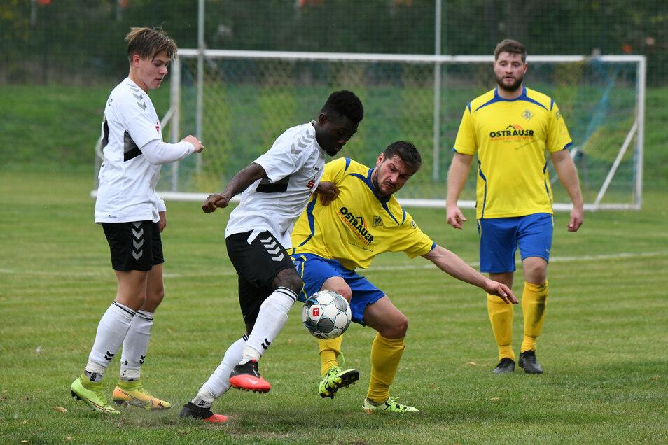 Heiß umkämpft war vor zwei Wochen das Kreisoberliga-Duell zwischen dem SV Ostrau und dem Döbelner SV (2:0). An diesem Wochenende dominiert nun der Kreispokal.