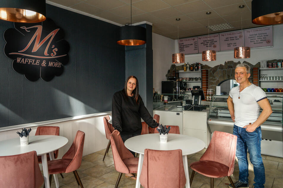 """Vermieter Stephan Juros hat Maria Winkler vom neuen Café """"Waffle & more"""" in Bautzen im April die Hälfte der Miete für die Geschäftsräume erlassen. Auch andere Ladenbetreiber bekommen Unterstützung."""