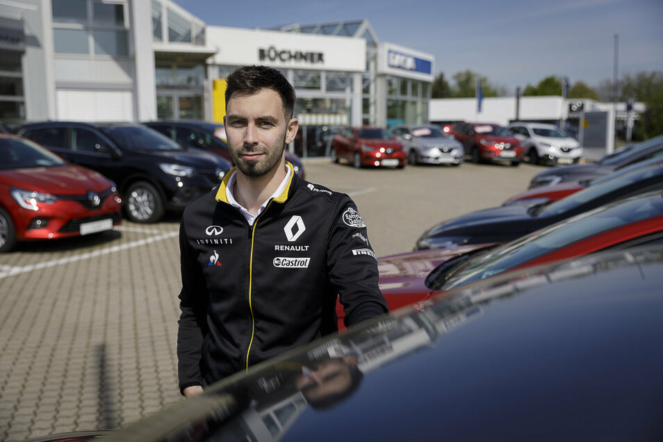 Marketingmitarbeiter Sören Schwarte vom Görlitzer Autohaus Büchner hofft wie viele seiner Kollegen auf mehr Kunden. Die Büchner-Gruppe versüßt jeden Bestandswagenkauf mit einem Hotelgutschein.