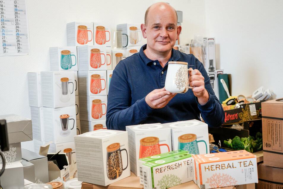 Michél Walther aus Bautzen wollte eigentlich nur ein liebgewonnenes Souvenir, das kaputt gegangen ist, neu kaufen: eine asiatische Teeflasche aus Glas. Weil es die aber nicht zu kaufen gab, entwickelte er eine eigene.