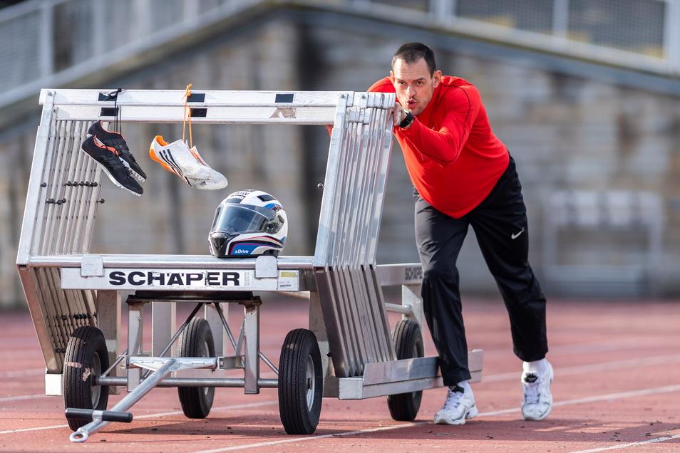 Anschieben oder doch lieber über Hürden sprinten? Georg Fleischhauer, der immer noch Mitglied beim Dresdner SC ist, will sich nicht entscheiden.