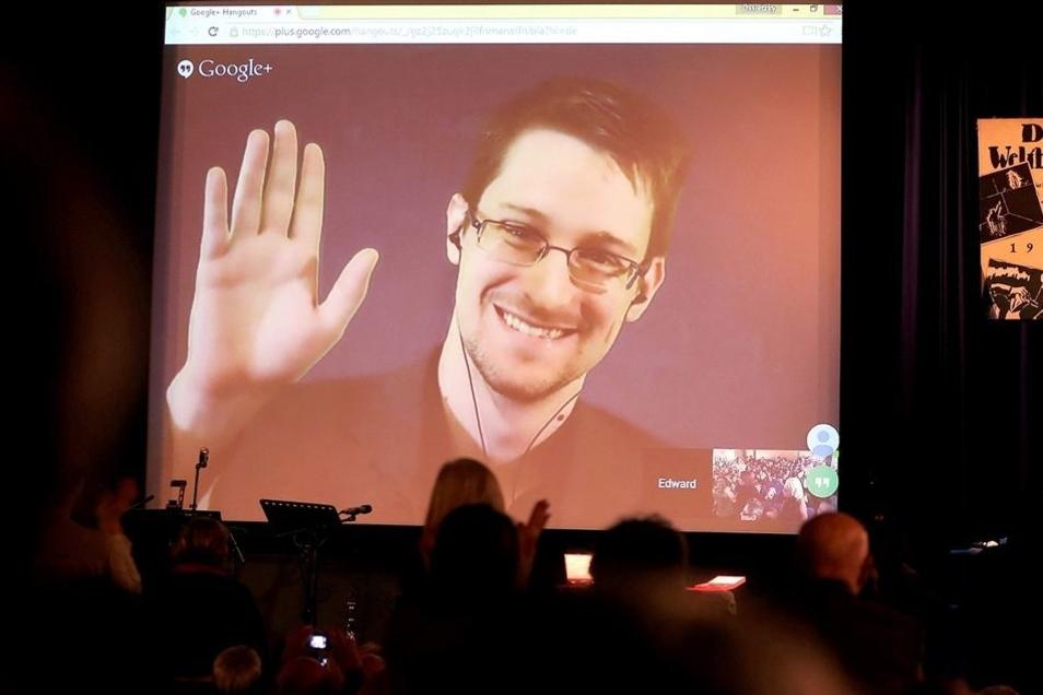 Edward Snowden habe ohne Rücksicht auf seine eigene Person folgenschwere Wahrheiten ans Licht gebracht, hieß es zur Begründung der Würdigung.
