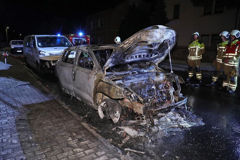 Das Auto brannte vollkommen aus .