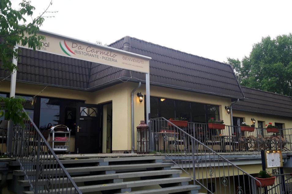 """Das Vereinshaus in Straßgräbchen befindet sich im Eigentum der Bernsdorfer Wohnungsbaugesellschaft. Seit 2019 wird es vom Restaurant """"Da Carmelo"""" genutzt."""