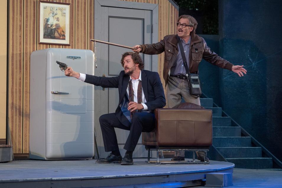 Mit Scharfsinn überführt Sherlock Holmes (l.) Übeltäter und löst knifflige Kriminalfälle. Beim Bautzener Theatersommer spielt Richard Koppermann den Meisterdetektiv. Immer an seiner Seite ist Mirko Branktaschk als Dr. Watson.
