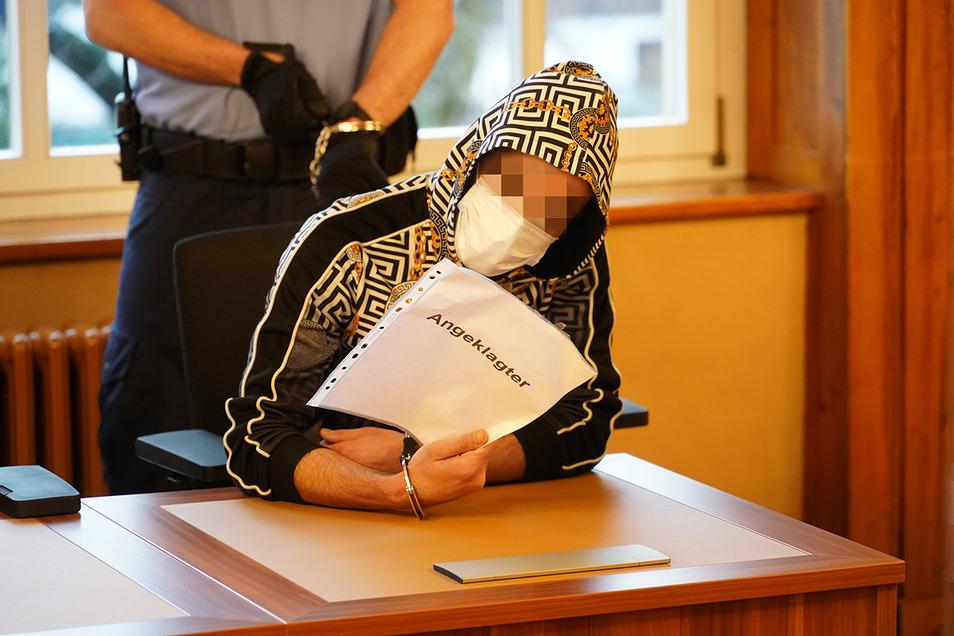 Der Angeklagten Alaa A. musste sich am Dienstag in Bautzen wegen Brandstiftung im Kamenzer Asylheim verantworten. Er bestritt die Vorwürfe.
