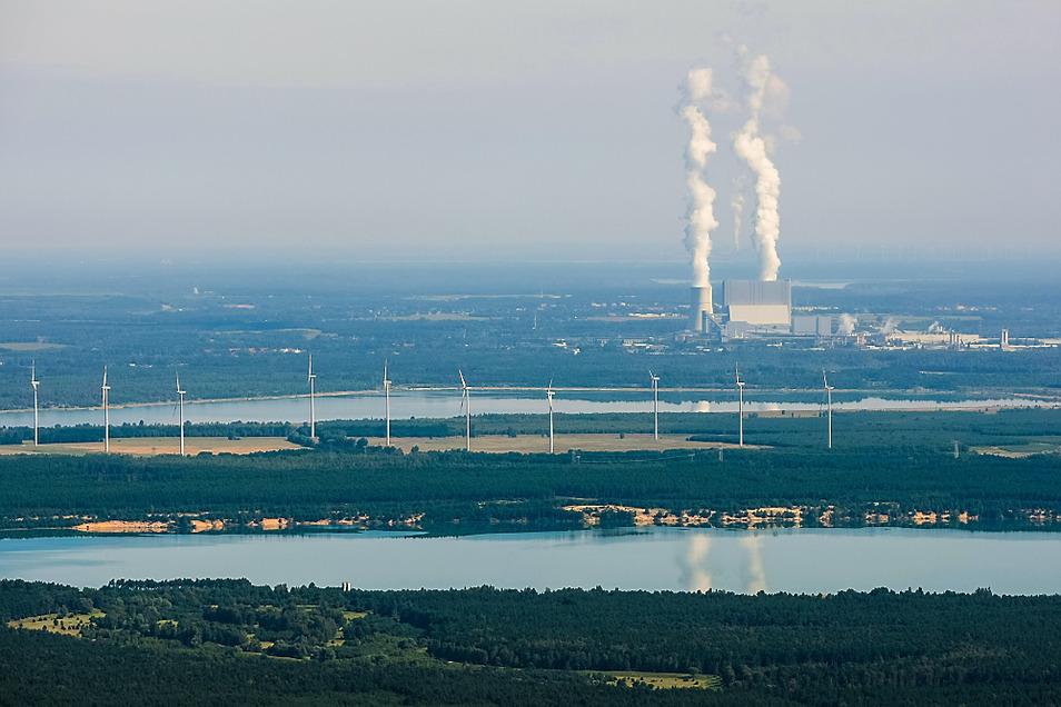 Wasser soll in Schwarze Pumpe eine Rolle bei der Stromgewinnung spielen – aber natürlich nicht jenes aus Scheibe-See (vorn) und Spreetaler See.