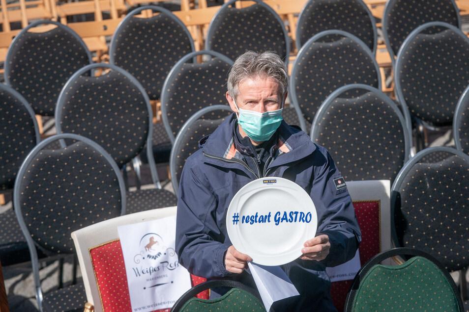 Auch Jens Weißflog trägt bei der Protestaktion einen Mundschutz, die Forderung ist simpel: Neustart für die Gastronomie. Sachsens Wirtschaftsminister Martin Dulig macht Hoffnung.